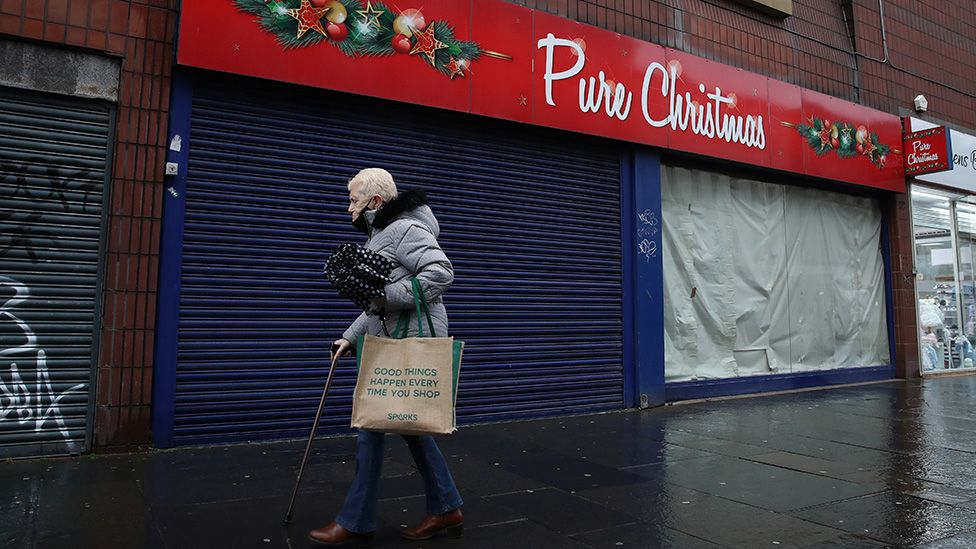 Shopper in Glasgow