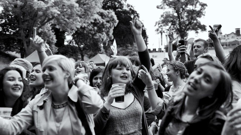 Gorfoledd y dorf yn Tafwyl // Tafwyl festival