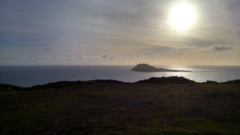 Ynys Enlli o ben y Mynydd Mawr, Pen Llŷn // Bardsey Island from Uwchmynydd, Lleyn Peninsula