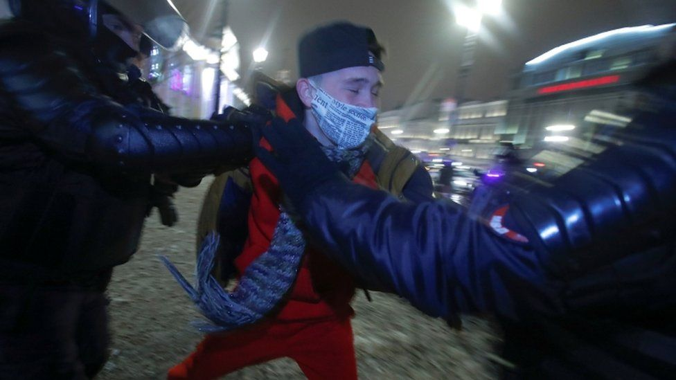 Protester arrested in central Moscow