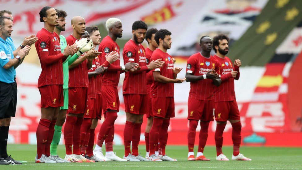 Liverpool FC players applaud key workers