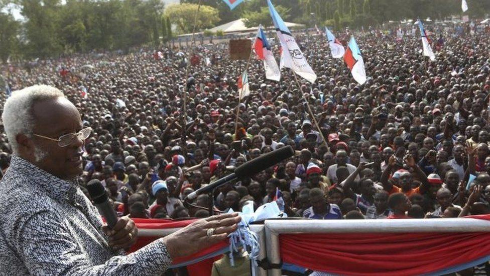 Edward Lowassa campaigning in Tanzania on 23 October 2015