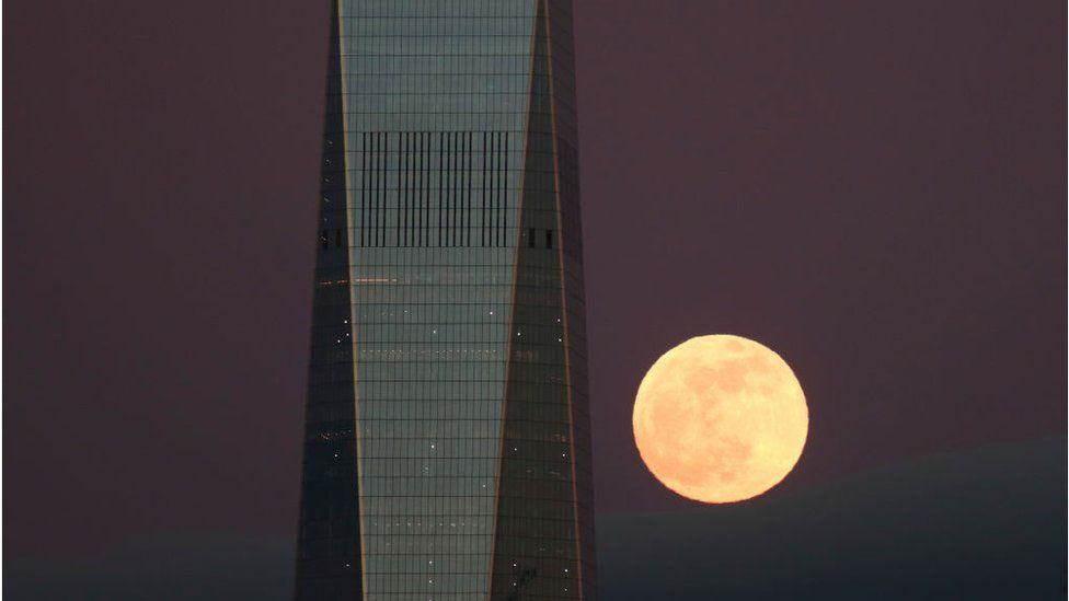 The Super Blood Wolf Moon rises behind One World Trade Center in New York City on January 20, 2019 as seen from Jersey City, New Jersey.