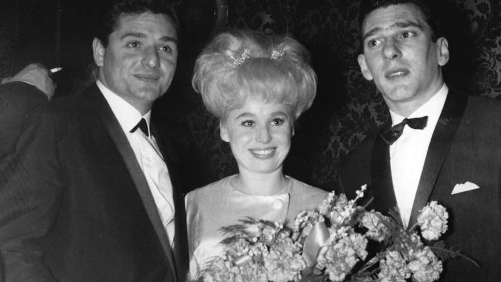 Barbara Windsor with Ronnie Knight (left) and Reggie Kray