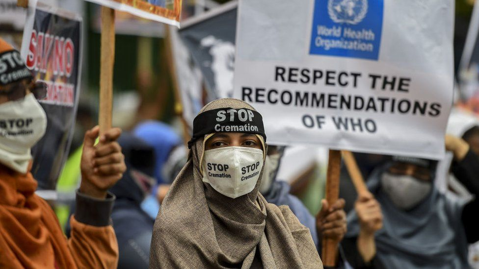 Protesters in Sri Lanka call on the government to lift mandatory cremation of Covid-19 victims