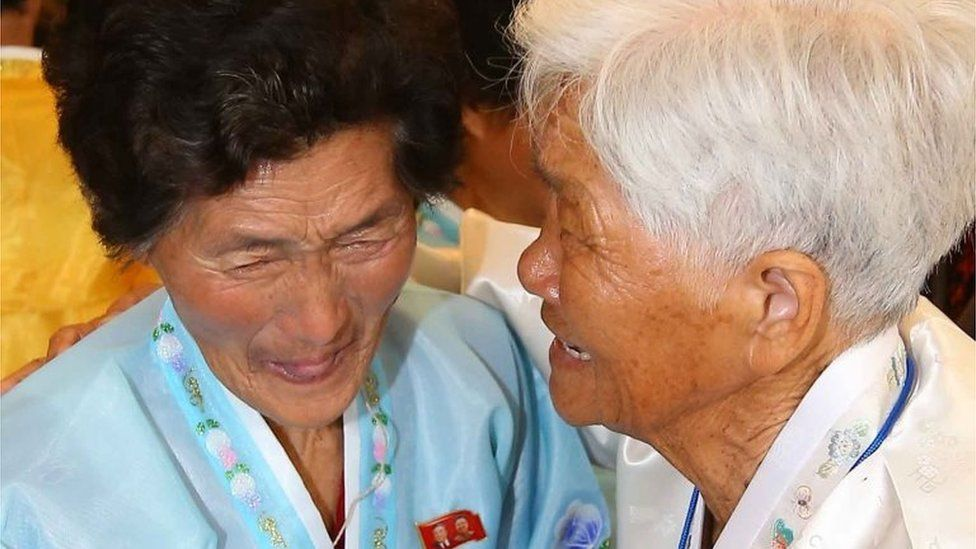 """North Korean Ro Yeong-Hwa (L), 88, cries with her South Korean sister Noh Yeong-Nyeo (R), 93, during a family reunion event at North Korea""""s Mount Kumgang resort on October 24, 2015."""