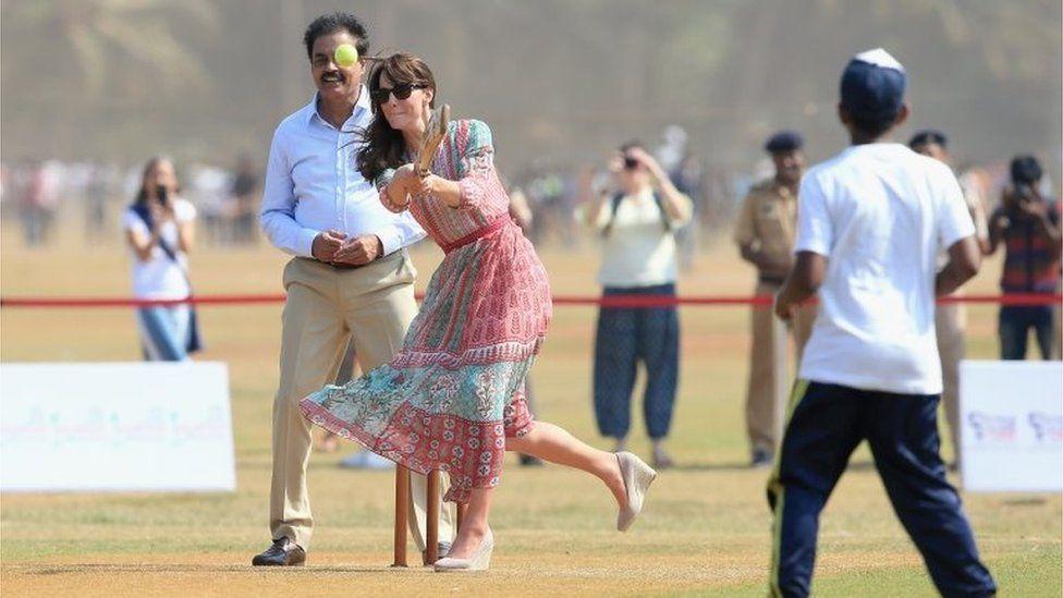 Duchess of Cambridge playing cricket in Mumbai