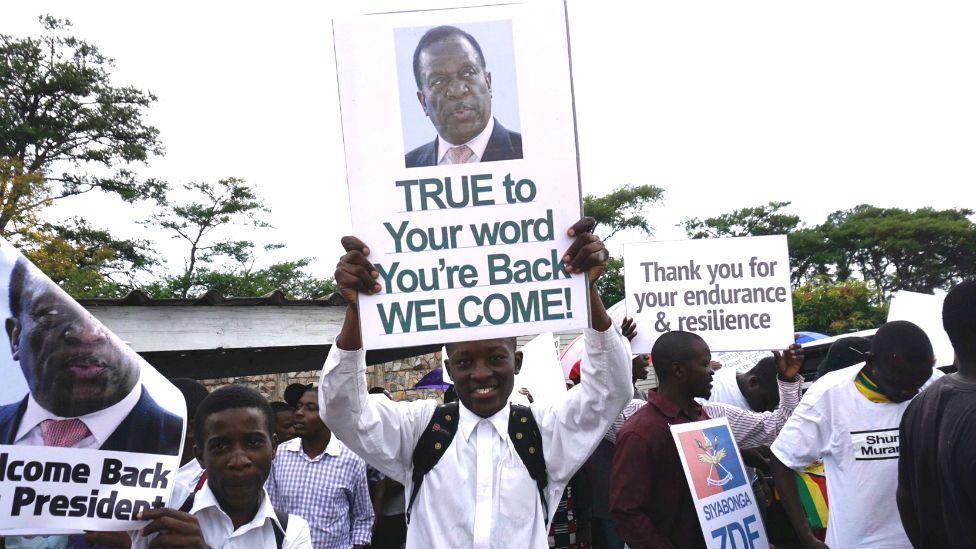 Crowds welcome Emmerson Mnangagwa