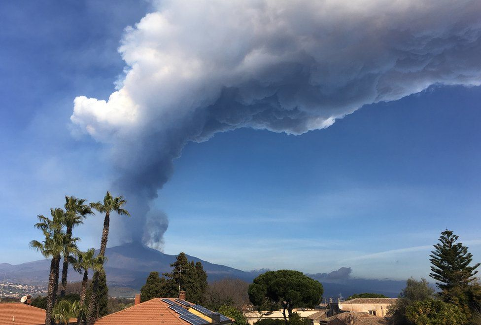A cloud of ash sweeps over Valverde in Sicily
