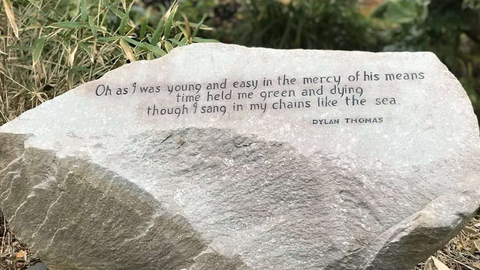 Dylan Thomas stone with inscription