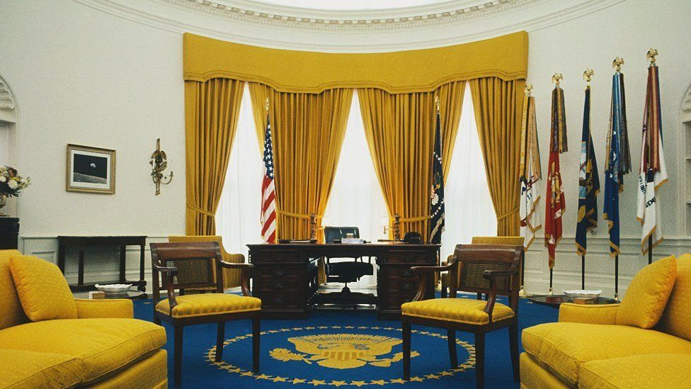 Picture of the White House Oval Office, taken in 1969
