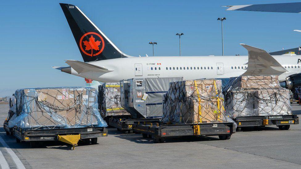 Pesawat Air Canada dengan kargo