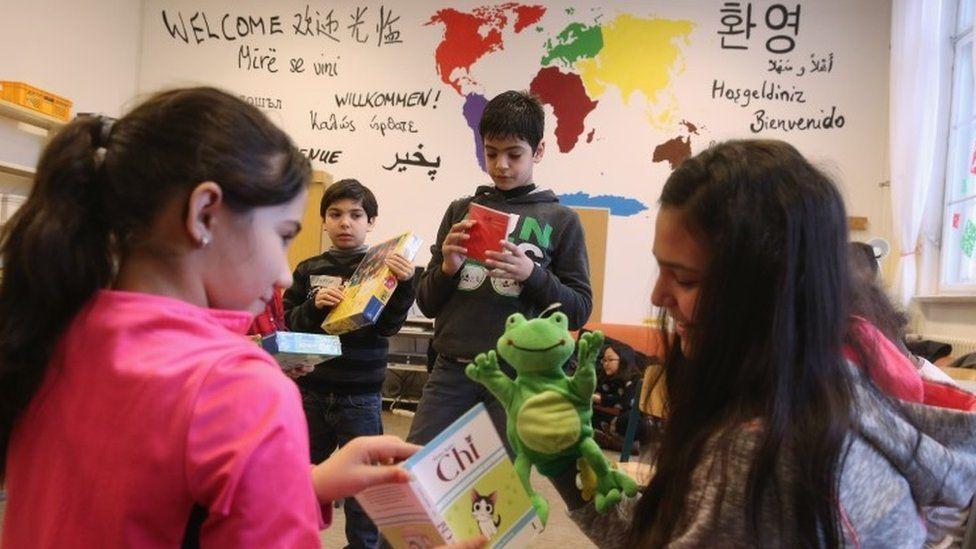 Language class for migrant children