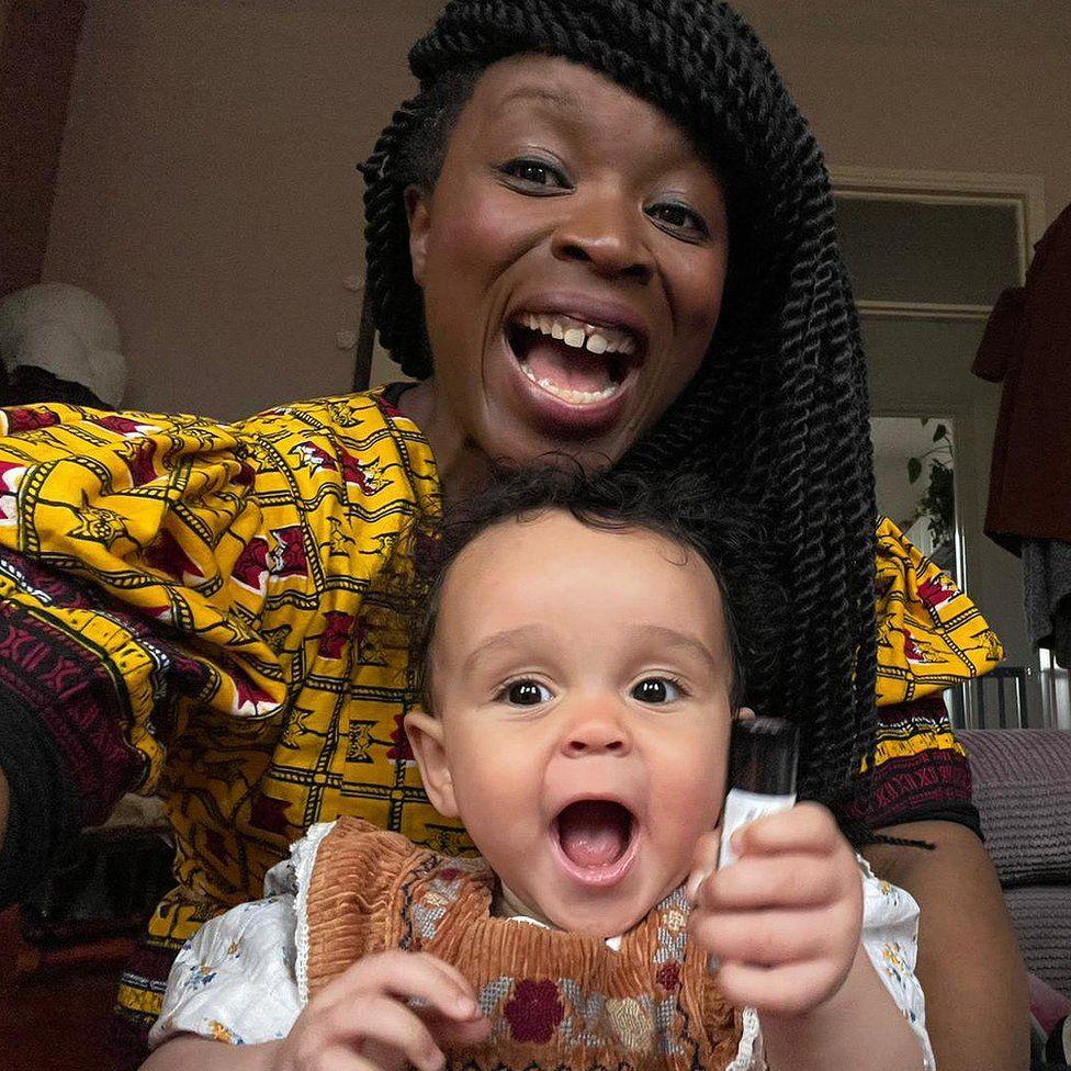 """""""Je suis Noire, mon partenaire est Blanc - Arrêtez de me demander si c'est mon bébé"""""""