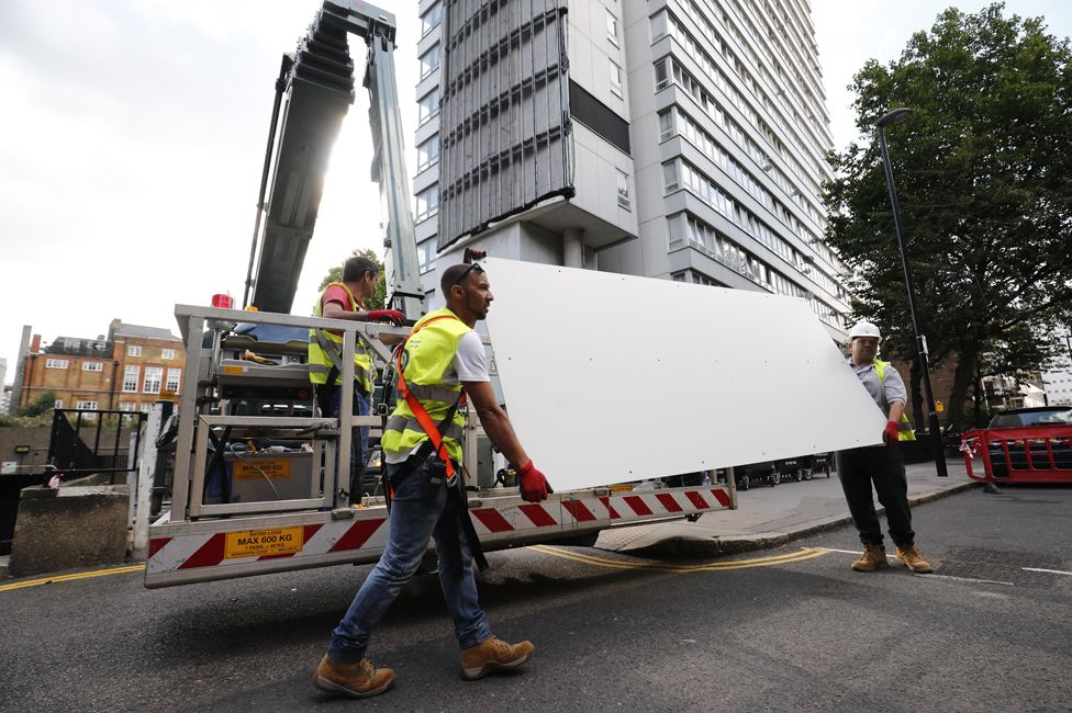 Cladding is removed from Braithwaite House, Islington, in the wake of the Grenfell fire (July 2017)