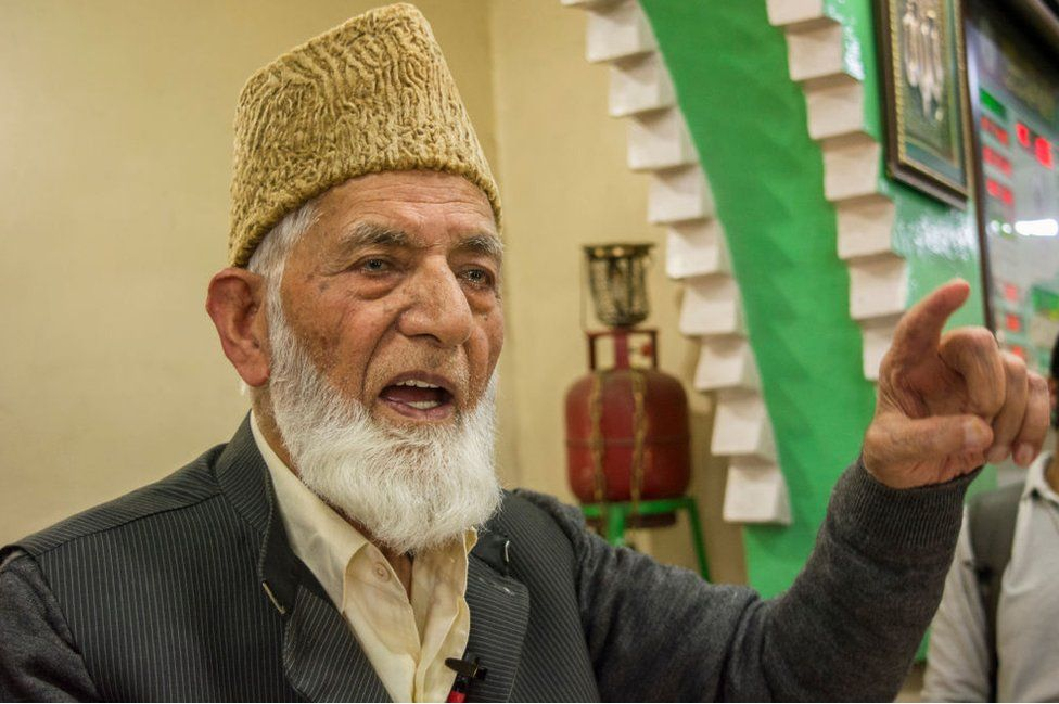 Syed Ali Geelani: Kashmir's separatist leader dies aged 92 thumbnail
