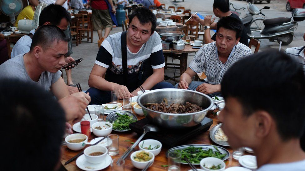 People eating dog meat at a restaurant in Yulin, in China's southern Guangxi region (9 May 2016)