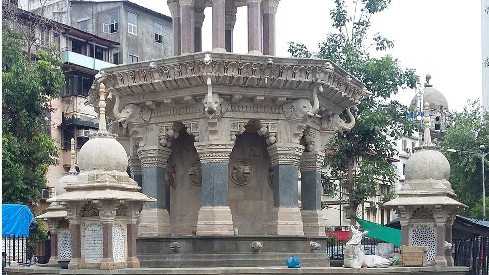 An image of a fountain in South Mumbai
