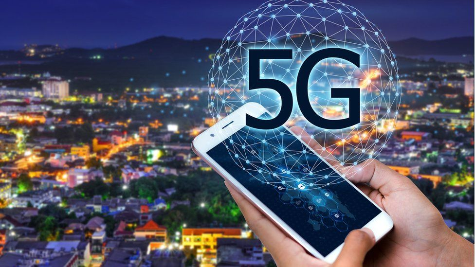5G and smartphone graphic
