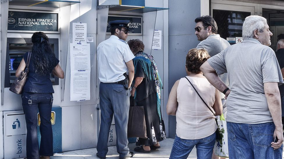Greeks at cash machines in Athens, 20 Jul 15