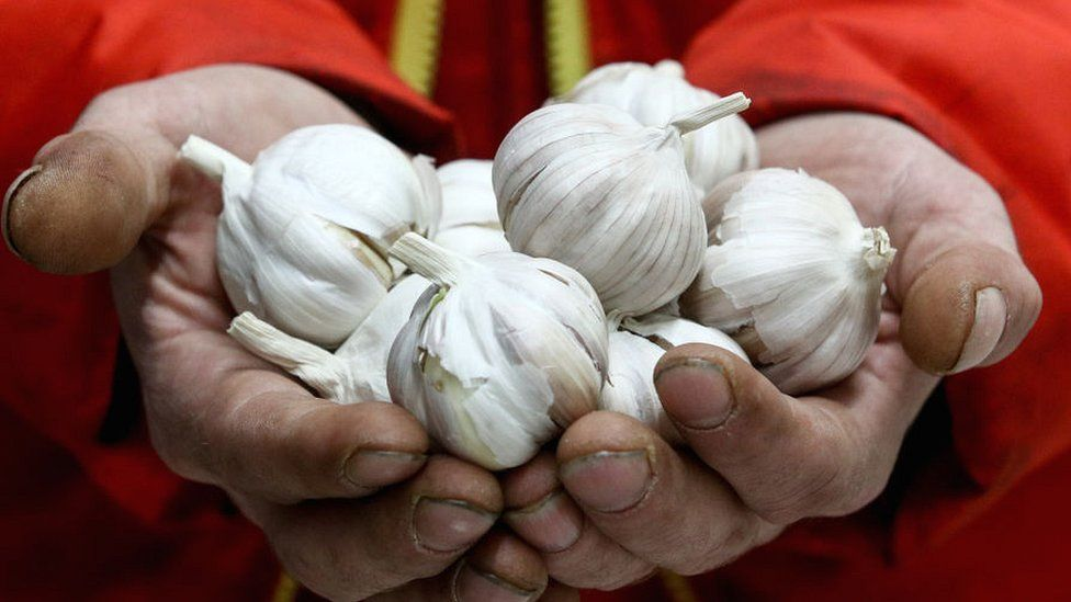 Man holding garlic cloves