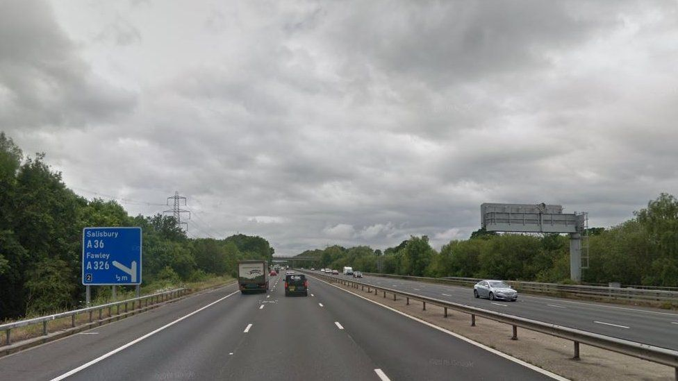 M27 westbound, approaching junction 2