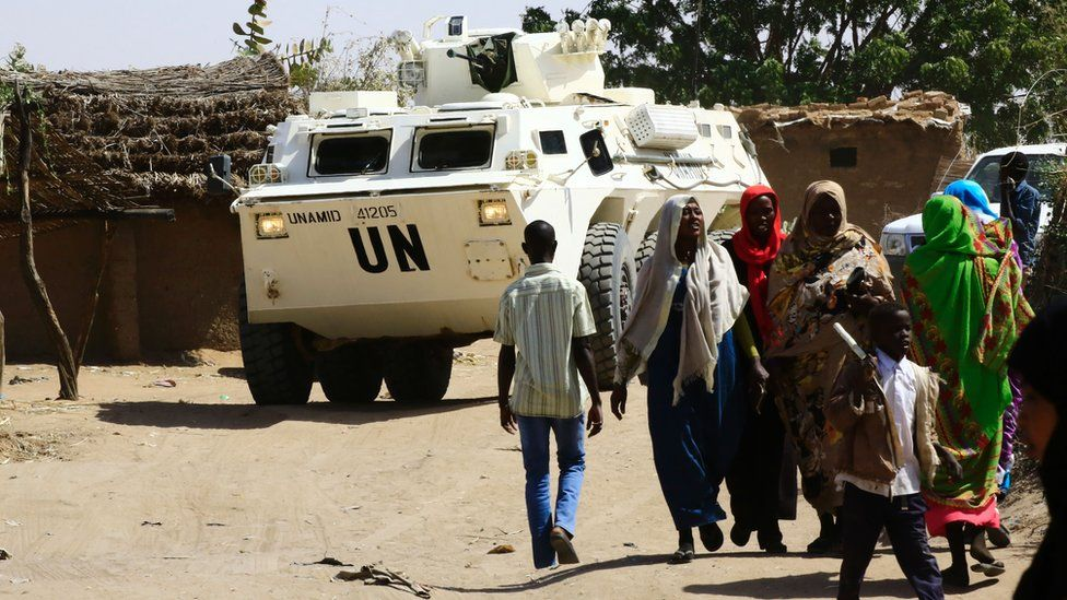 A UN vehicle visits Sudanese refugees to oversee a new cash assistance project implemented by the World Food Program at a UN refugee camp in the city of Nyala, in South Darfur, 9 January 2017