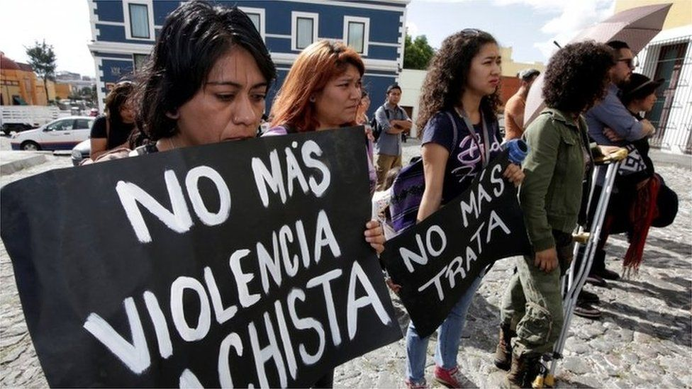 """Women en Puebla protesting against the murder. The sign reads """"No more male chauvinist violence"""". (17/09/2017)"""