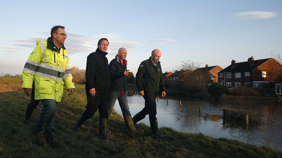 David Cameron and Environment Agency officials in Carlisle