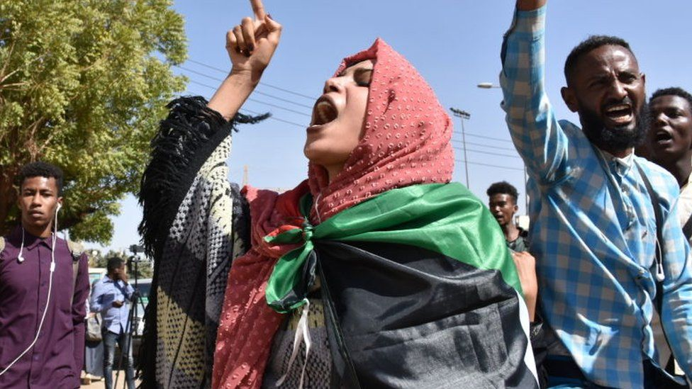 Sudanese demonstrators carry placards and chant slogans as they protest outside the Foreign Ministry in the capital Khartoum on January 28, 2020.