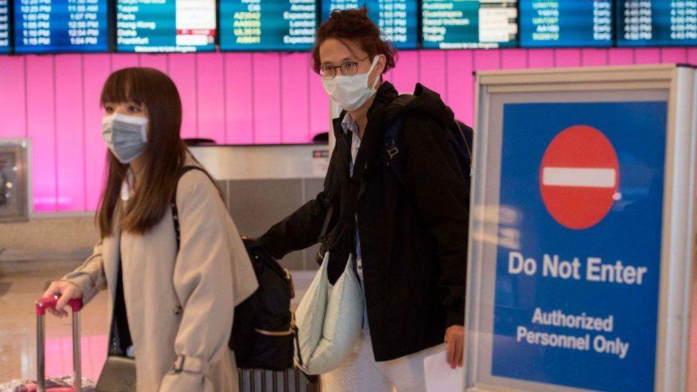 Çinli yetkililer, Wuhan havalimanında uçuşları geçici süreyle askıya aldı.