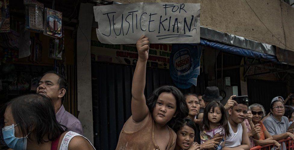 Crowd at funeral of Kian Delos Santos in Manila, 26 August