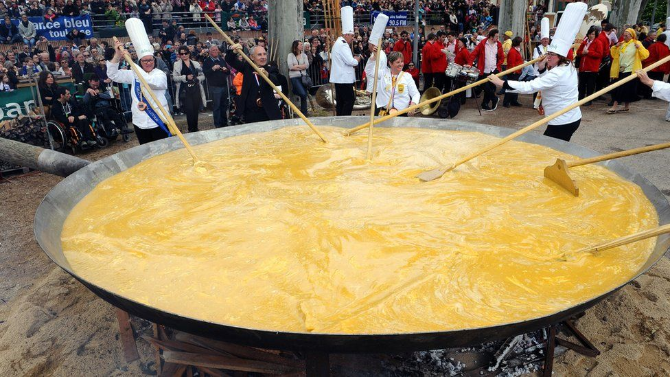 Giant omelette in Bessières, France, 2014