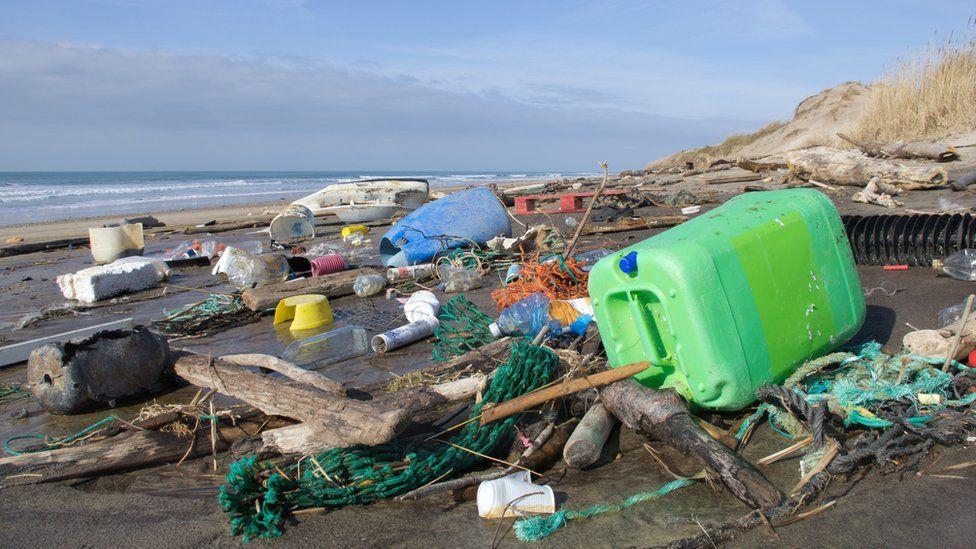 ¿A dónde va el plástico que tú arrojas al océano?