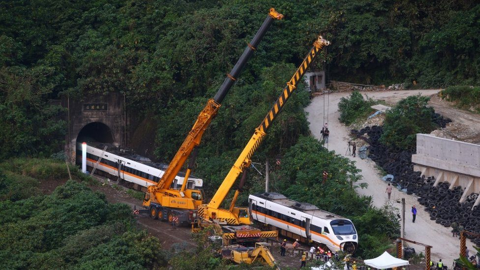 Taiwan prosecutors seek arrest in deadly train crash