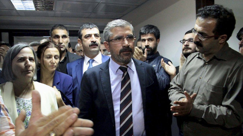Tahir Elci (centre) being applauded by his colleagues