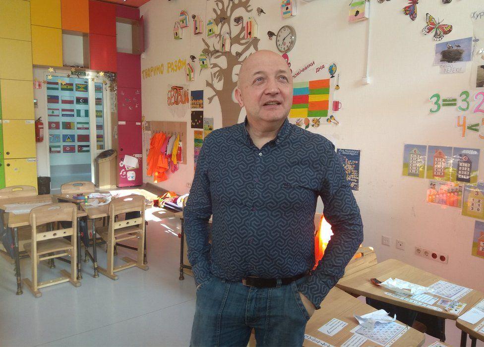 Oles Pohranychny in a school classroom
