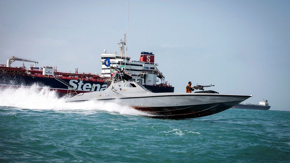 File photo showing Iranian Revolutionary Guards speedboat passing by the Stena Impero (22 August 2019)