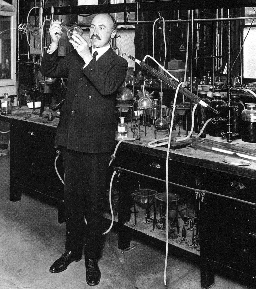 Leo Baekeland in his laboratory