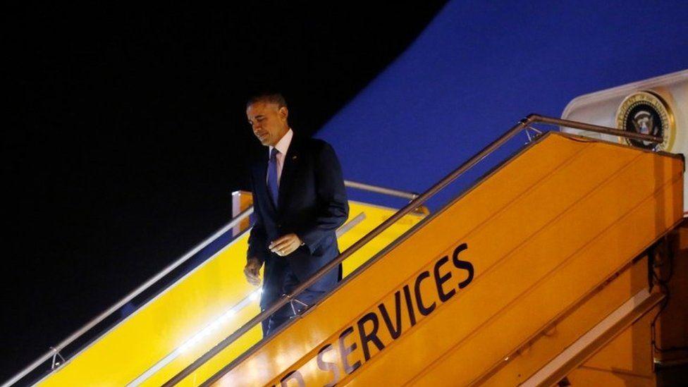 U.S. President Barack Obama arrives at Noibai International Airport in Hanoi, Vietnam May 22, 2016. REUTERS/Carlos Barria