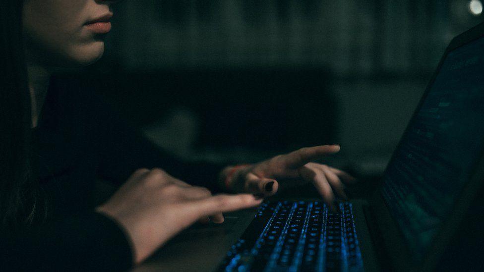 """Акула"" даркнета: как израильские киберразведчики помогают Сбербанку"