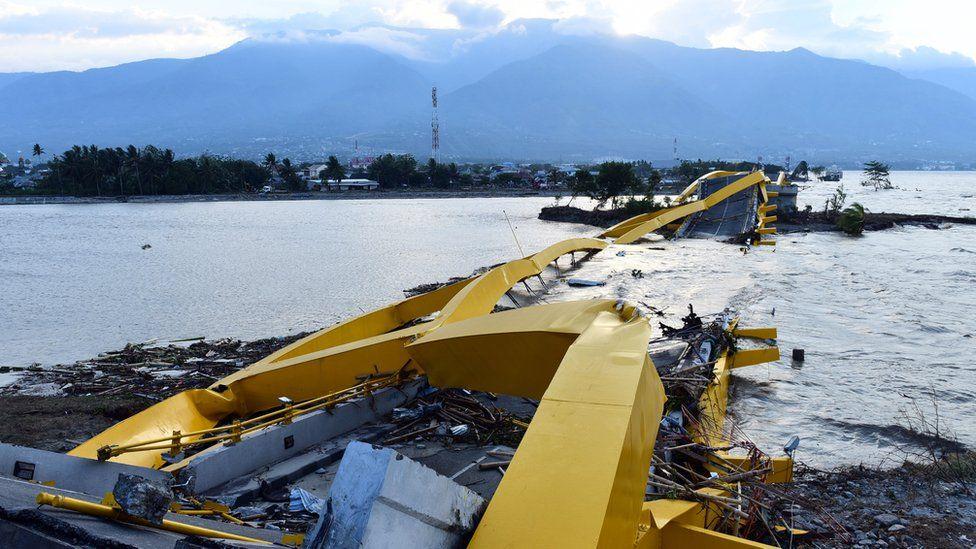 A general view of the fallen Jembatan Empat bridge in Palu, 29 September 2018