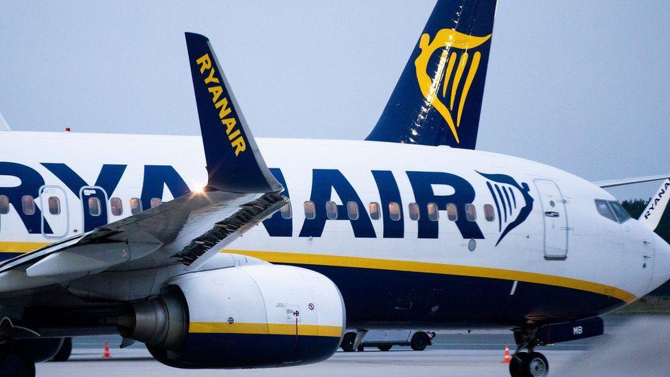 Climate change: Half world's biggest airlines don't offer carbon