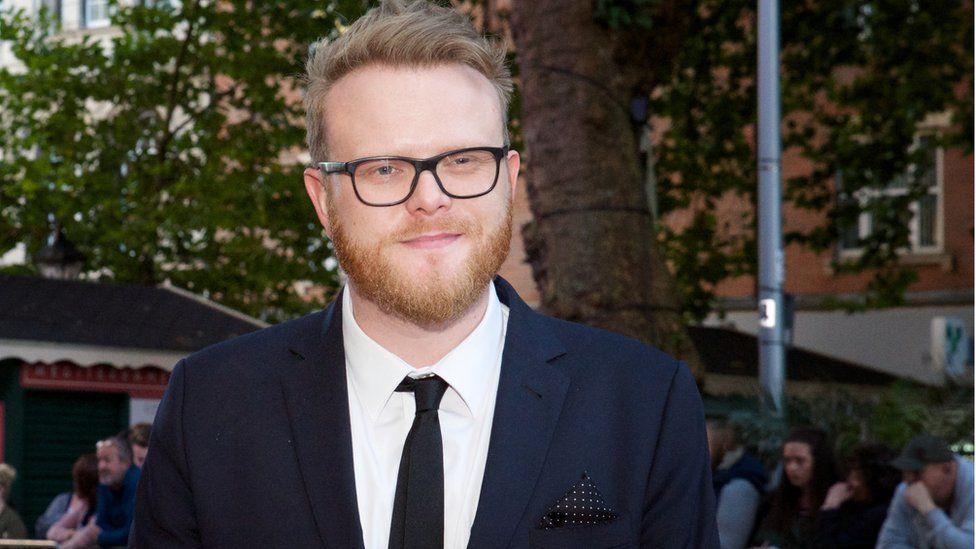 Un o gyflwynwyr y noson, y DJ Huw Stephens // One of the evening's presenters, DJ Huw Stephens