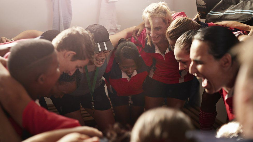 Women rugby players in a huddle