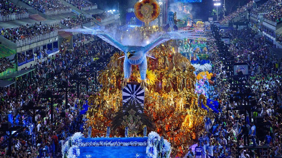 Do chicote ao camarote: como Carnaval foi de festa reprimida a megaespetáculo