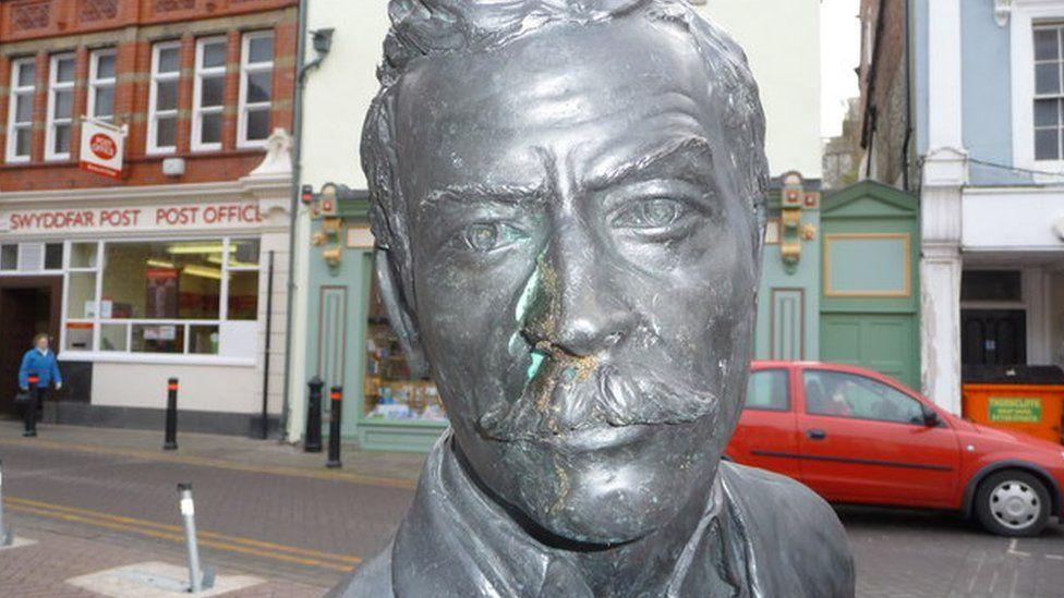 Henry Morton Stanley statue in Denbigh