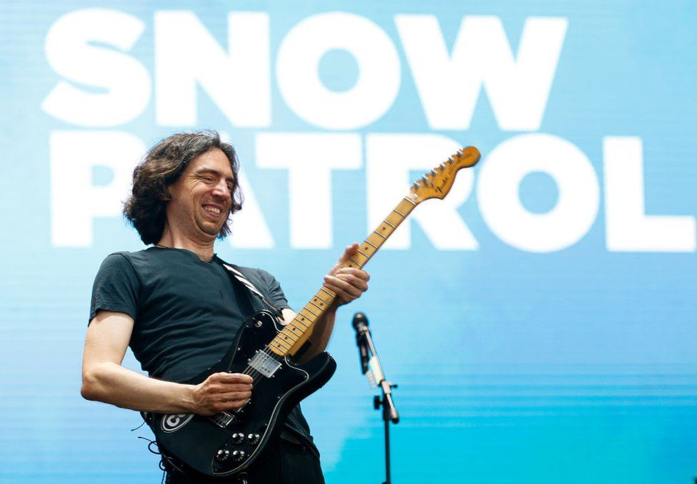 Gary Lightbody performing a Snow Patrol concert
