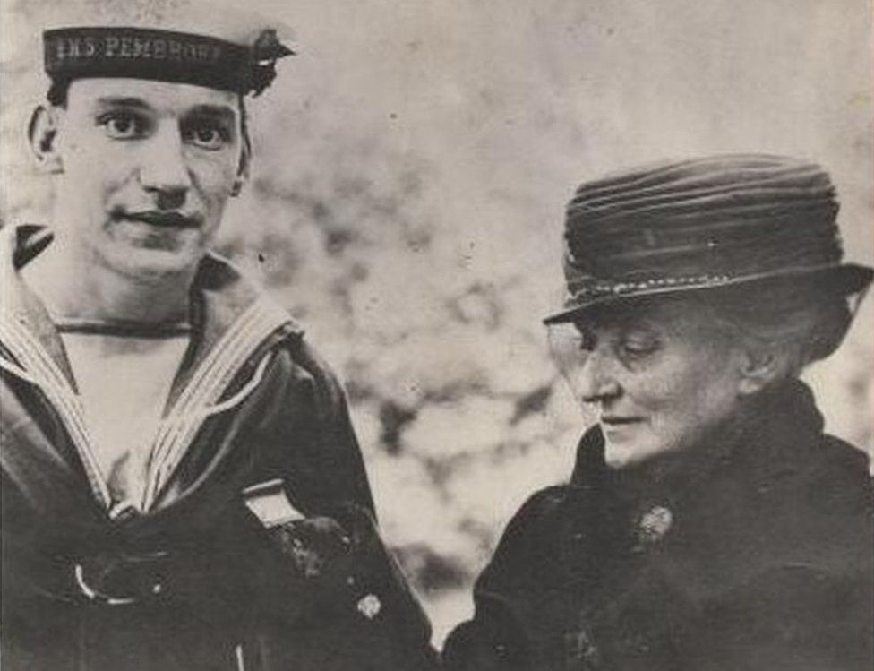 Albert McKenzie with his mother Eliza at the presentation of his VC
