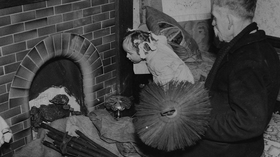 Chimney sweeps: The women brushing aside stereotypes - BBC News